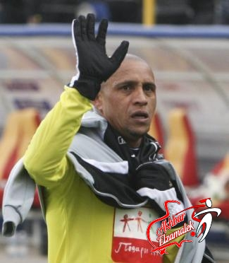 روبرتو كارلوس يصفح عن المشجع الذي ألقى عليه ثمرة موز!!