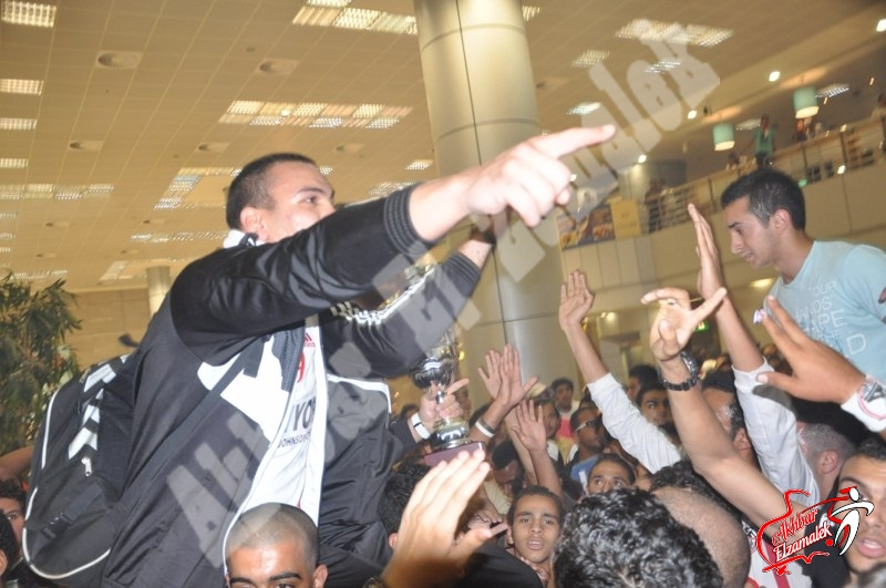 حصريا بالفيديو .. هاشم وهنداوى يشاركان الوايت نايتس هتافاتهم النارية لنادى الملوك