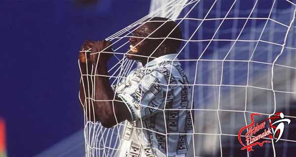 وفاة أسطورة كرة القدم النيجيري رشيدي ياكيني