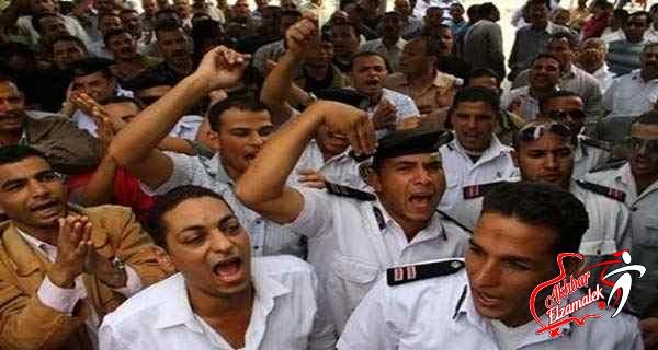وقفة احتجاجية لحل مجلس إدارة نادي الداخلية