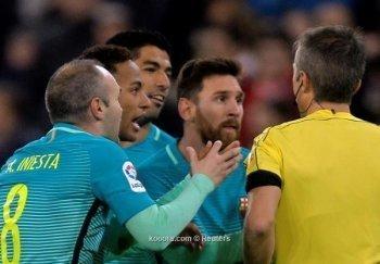 برشلونة يحذر نجومه .. وينفي تدهور علاقته بالفيفا