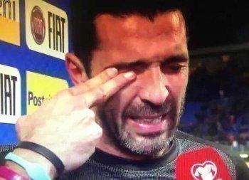 بالفيديو.بوفون ينهمر في البكاء بعد فشل ايطاليا للوصول لكاس العالم
