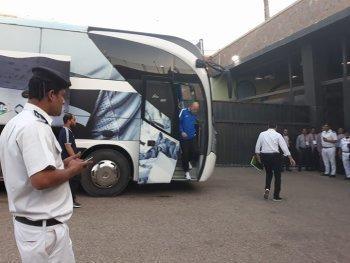شاهد | وصول حافلة الزمالك لاستاد القاهرة وجلال يكشف التشكيل