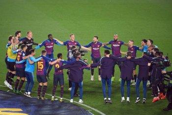 بالصور ...برشلونة يحسم الليجا الإسباني  رقم 26