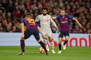 برشلونة يتقدم على الريدز  والحكم يحرم ليفربول من ضربة  جزاء