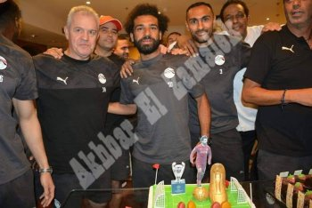 كوكا كولا اولى ازمات منتخب مصر والمنتخب يحتفل بصلاح والمحمدى