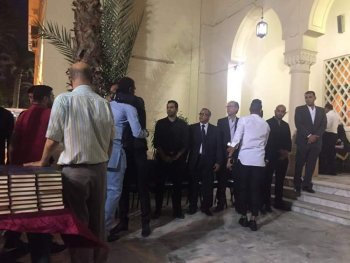 بالصور ..نجوم الكرة المصرية بقيادة المعلم وابوزيد  فى عزاء والد ميدو وحضور كانو
