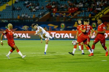 كيف تفوق نجم الزمالك فرجاني ساسي على لاعبي الدوري المصري في أمم إفريقيا؟