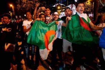 بالصور  .. دموع دراجى وفرحة  طاغية فى شوراع الجزائر   و تصريحات بلماضى