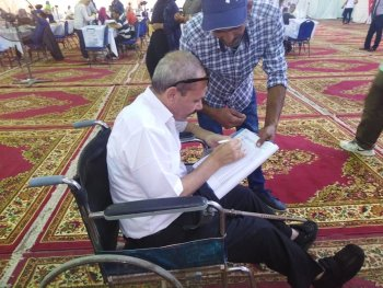 شاهد | عضو بعمومية الزمالك يدلي بصوته على كرسي متحرك واغلاق باب التصويت فى اليوم الاول