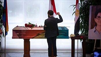 مفاجأة .. تشييع جثمان ساره حجازي بعلم المثليين