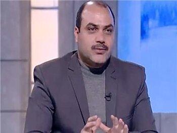 محمد الباز يشعل مواقع التواصل بمعركة كلامية بسبب عبد الله رشدي