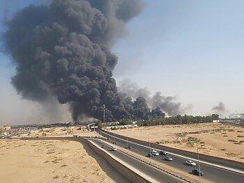 عاجل .. حريق هائل بماسورة بترول على طريق الإسماعيلية الصحراوي