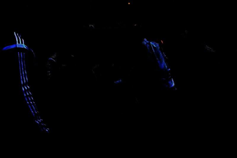 العميد يصافح الجهاز الفني للزمالك قبل المباراة (تصوير: سارة عبدالباقي)