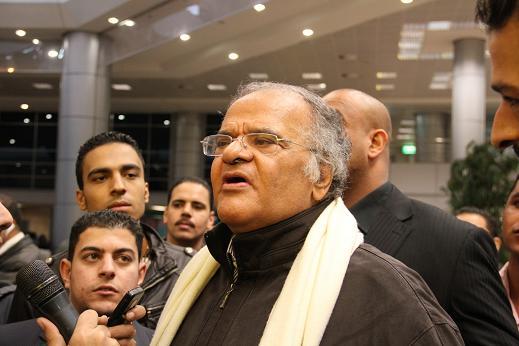 خاص..غياب جماعى من أعضاء مجلس عباس لحظة وصوله مطار القاهرة