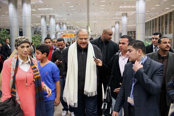 حصريا بالفيديو .. شاهد لحظة وصول عباس لمصر وخروجه من مطار القاهرة