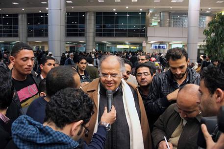 حصريا بالفيديو .. شاهد أول تصريحات لممدوح عباس من قلب مطار القاهرة