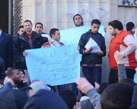 المحكمة تجدد حبس شيكا 30 يوماً وتوجه له تهمة التحريض ضد الشرطة والجيش