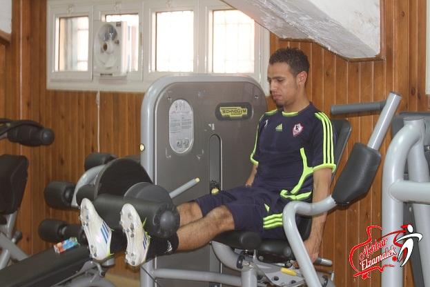 بالصور .. شاهد حازم إمام يؤدى تدريباته داخل صالة الجيم بالزمالك