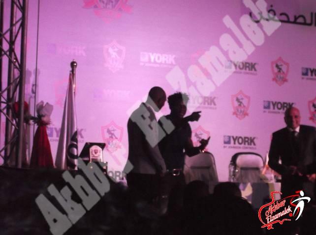 """شاهد بالصور الحصرية : كواليس فرحة لاعبى الزمالك بمؤتمر """"يورك"""" .. ورقصة رزاق وشيكابالا"""