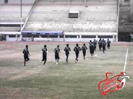 خاص.. شحاتة ينهي تدريب الفريق بتقسيمة بين اللاعبين ..وزكي يكتفي يالجري حول الملعب