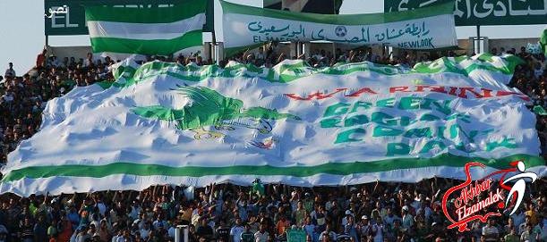 على طريقة التراس الاسماعيلي .. جماهير المصري تقتحم ملعب مباراة فريقها امام الاهلي بين الشوطين