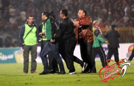 """جماهير المصري تلقن جوزيه ولاعبيه """"علقة ساخنة"""" عقب نهاية المباراة"""