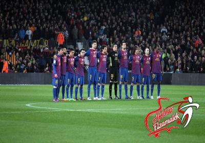 بالصور.. لاعبو البرسا وسوسيداد يقفون دقيقة حداد على ارواح ضحايا بورسعيد