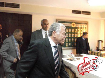 عباس وجاسر يجتمعان مع مجلس الاهلي لبحث مستقبل الكرة المصرية