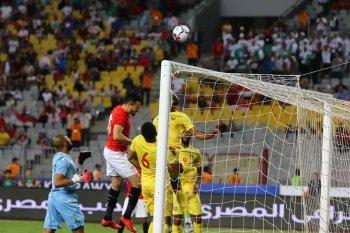 بالصور ..ثنائي الزمالك السابق يقودا مصر لفرم غينيا والجزائر تهزم مالى