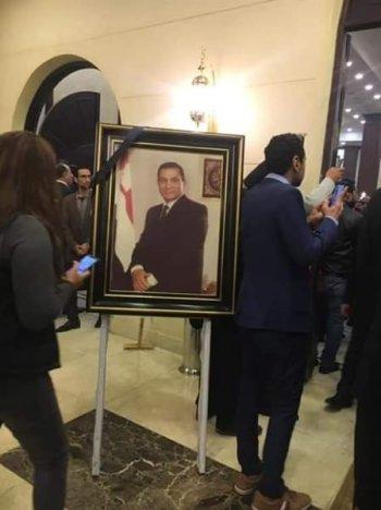 بالصور مرتضى منصور والخطيب والمعلم في عزاء حسنى مبارك ودموع البلدوز