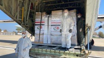وزيرة الصحة تسلم المساعدة الطبية المصرية إلى إيطاليا