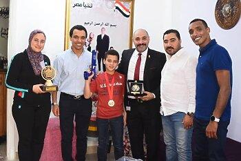 البطل حمزة  أحمد منسى يتفوق فى بطولة الرماية بالليزر