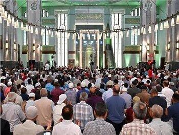 الأوقاف توافق على عودة الصلاة فى المساجد وتوزيع 320 الف متر سجاد ...السعودية تسمح بإقامة صلاة الجمعة