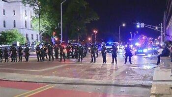 فرض حظر التجول فى 25 ولاية بأمريكا لمواجهة العنف والنهب    ...  وترامب  تحت الأرض والقبض على المتظاهرين