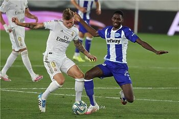 ريال مدريد يقترب من حصد الليجا الإسباني بفوز جديد .. والتعليق على قرعة دوري الأبطال