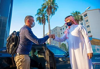 بالصور .   كارتيرون يبدأ أولى خطوات خيانة الزمالك من قطر
