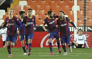 فوز برشلونة على فالنسيا  فى لقاء درامي