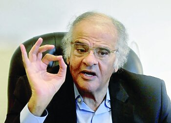 ممدوح عباس يقلب تويتر بكشف حقيقة إدارته للزمالك ويفتح النار على اتحاد الكرة بسبب إهداء الدوري للأهلي